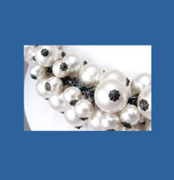 Andrew Spingarn Glass Pearl Necklace Signature